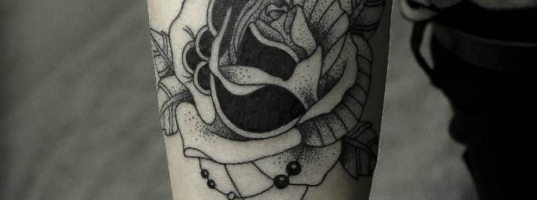 Художественная татуировка «Роза» в исполнении Ксении Волчок.