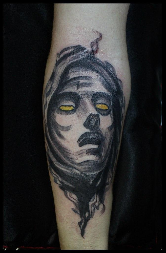 Художественная татуировка-перекрытие «Дева Мария» от мастера Сергея Хоррора.