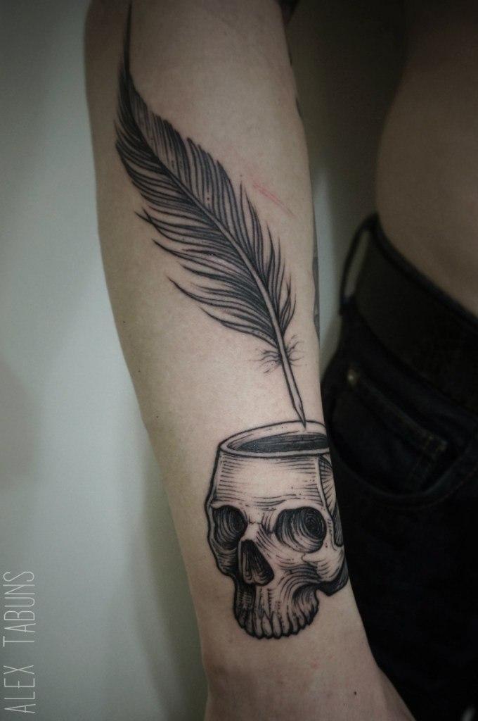 Художественная татуировка «Чернильница» от Саши Табунс
