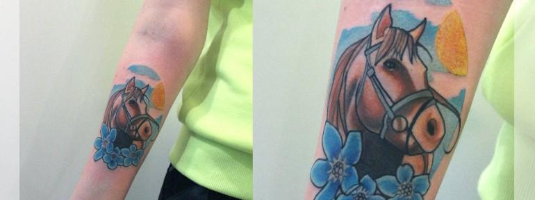 Художественная татуировка «Лошадь». Мастер Катя Луч.