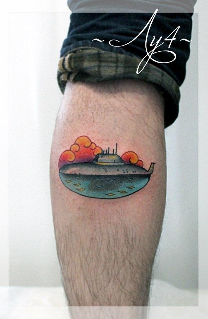 Художественная татуировка «Подводная лодка». Мастер Катя Луч.