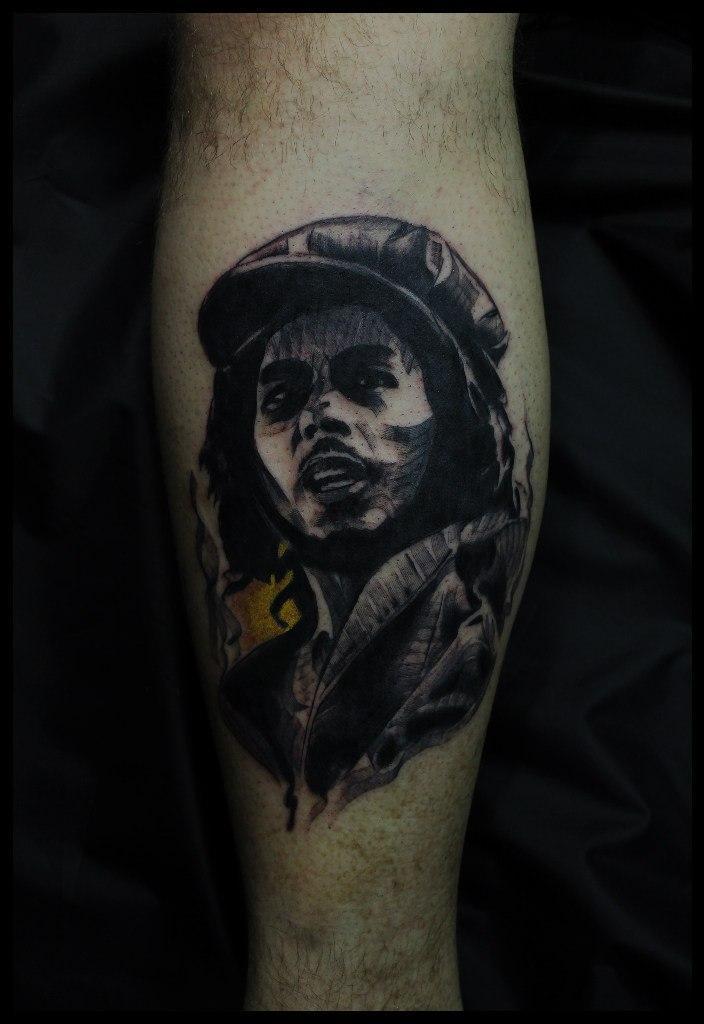Художественная татуировка «Боб Марли». Мастер Сергей Хоррор.