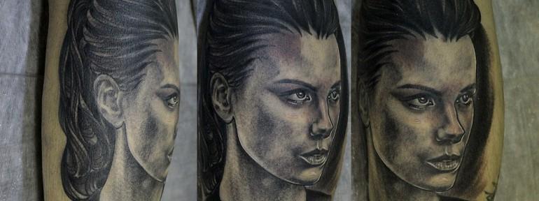 Художественная татуировка «Бекинсэйл Кейт» в исполнении Валеры Моргунова.