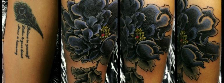 Художественная татуировка-перекрытие «Пион». Мастер Андрей Бойцев.