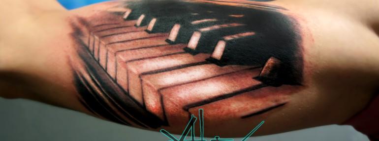 Художественная татуировка «Клавиши» от Александра Морозова