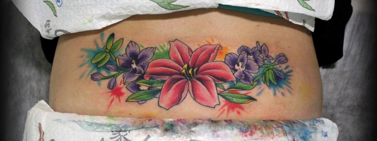 Художественная татуировка «Цветы». Мастер Евгений Химик.