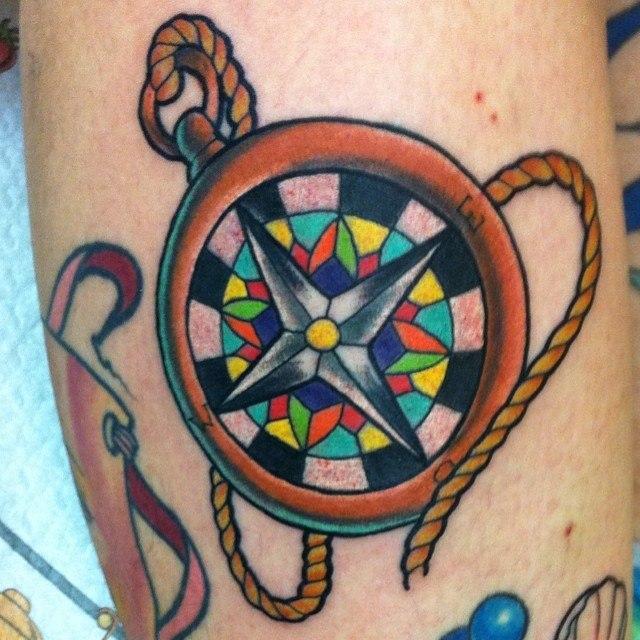 Художественная татуировка «Компас» от Евгения Химика