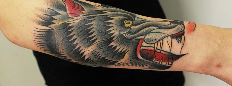 Художественная татуировка «Волк». Мастер Вова Snoop.
