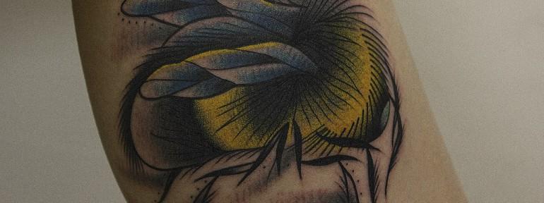 Художественная татуировка «Граф Шмель». Мастер Вова Snoop.