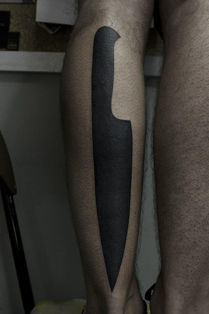 Художественная татуировка «Нож». Мастер Вова Snoop.