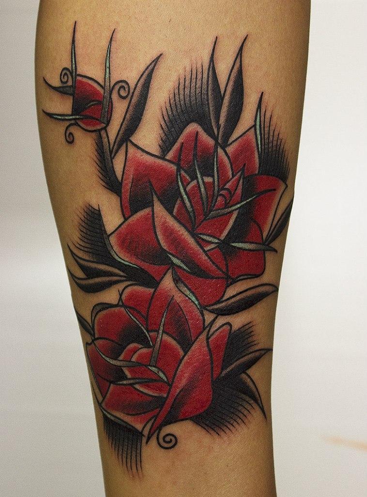 Художественная татуировка «Розы». Мастер Вова Snoop.