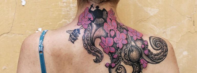 Художественная татуировка «Щупальца осьминога». Мастер Ксения Jokris Соколова.