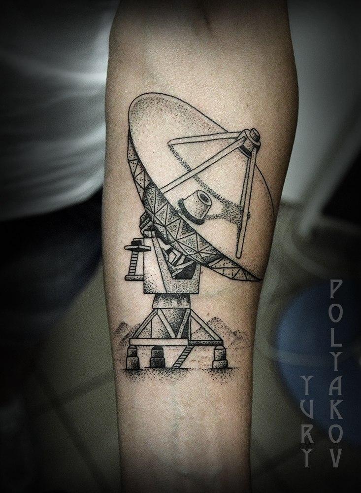Художественная татуировка «Локатор» от Юрия Полякова
