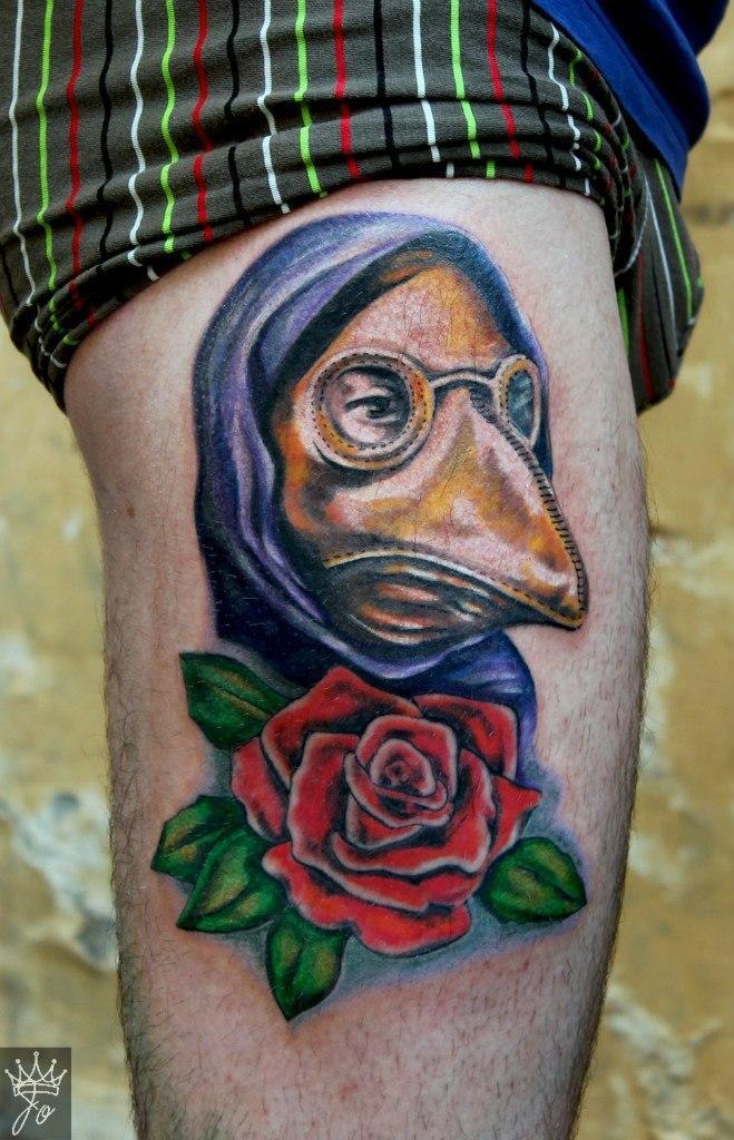 Художественная татуировка «Чумный доктор». Мастер Ксения Jokris Соколова.