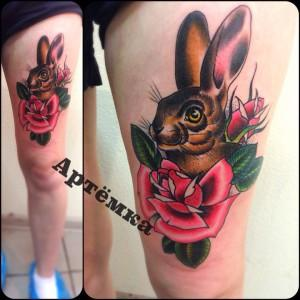 Мастер Артем Михайлюта. Художественная татуировка заяц. Расположена на бедре.