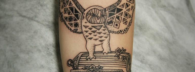 Художественная татуировка «Сова с клеткой» от Инессы Кефир