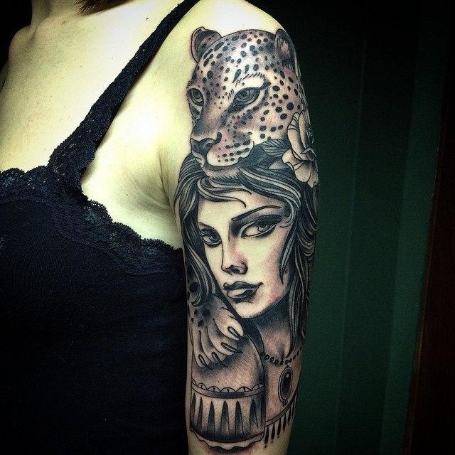 Художественная татуировка «Девушка с леопардом». Мастер Таня Lika.