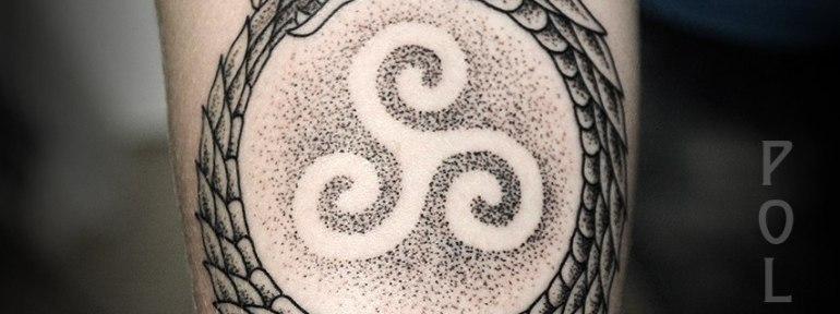 Художественная татуировка «Уроборос» от Юрия Полякова