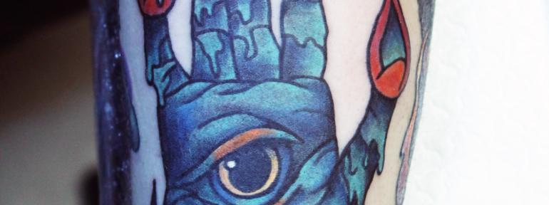 Художественная татуировка «Зомби-ладонь» от начинающего мастера Нияза Фахриева.