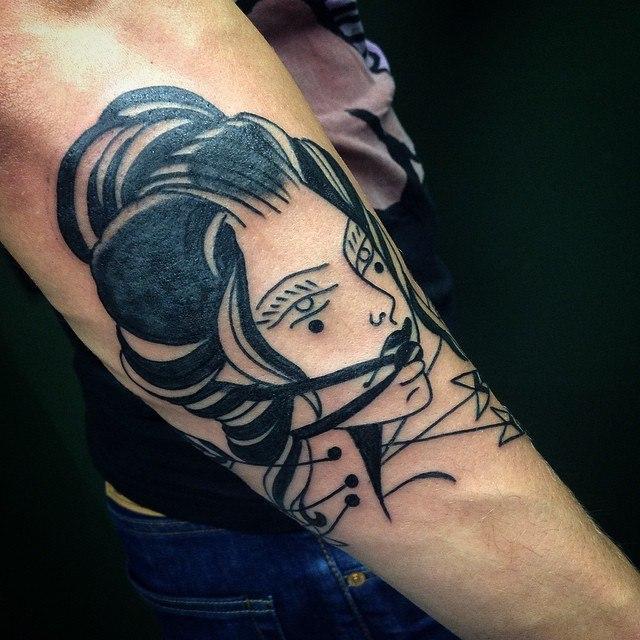 Художественная татуировка «Девушка» от мастера Тани Lika.