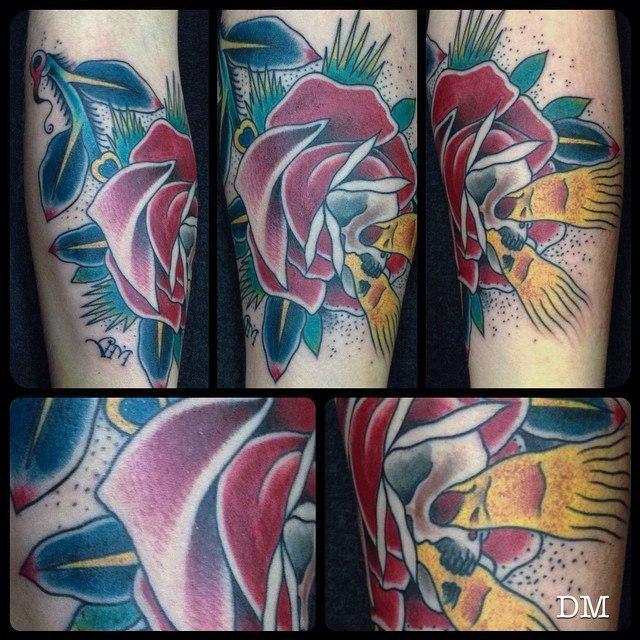 Художественная татуировка «Роза с черепом» от Данилы-Мастера