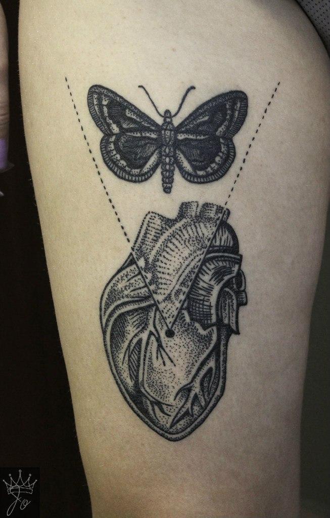 Художественная татуировка «Сердце с бабочкой». Мастер Ксения Jokris Соколова.
