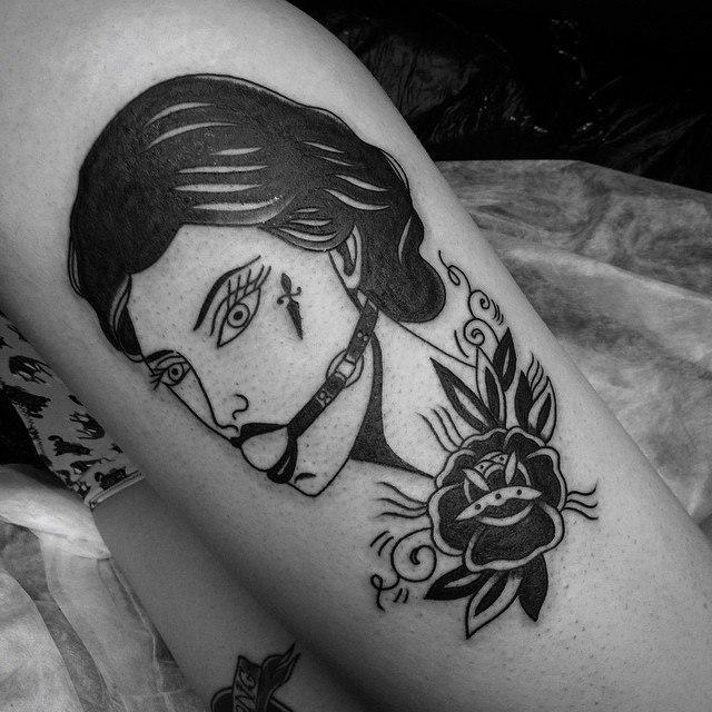 Художественная татуировка «Девушка с розой». Мастер Таня Lika.