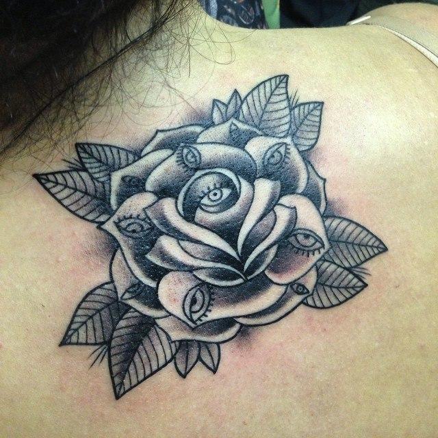 Художественная татуировка «Глазастая роза». Мастер Мадина Mary Jane.