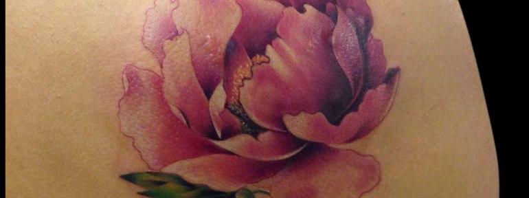 Художественная татуировка «Пион». Мастер Мадина Mary Jane.