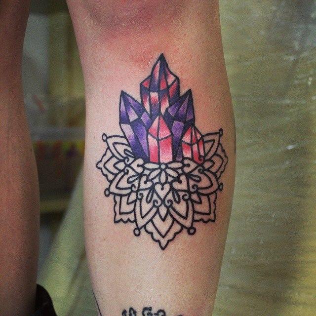 Художественная татуировка «Кристаллы». Начинающий мастер Настя Стриж.