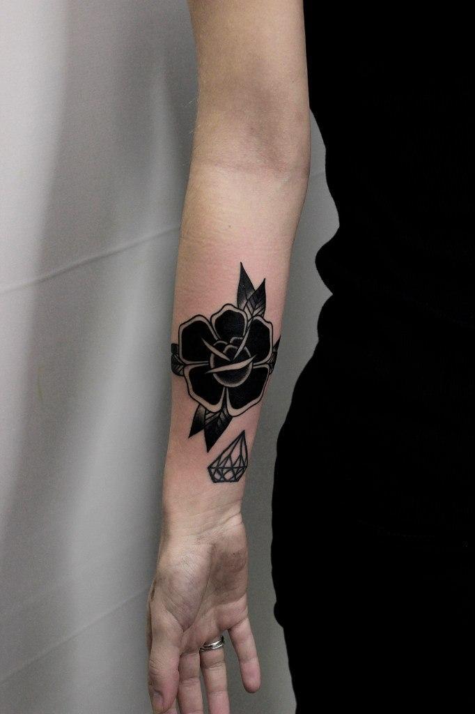 Художественная татуировка «Роза». Мастер Вова Snoop.