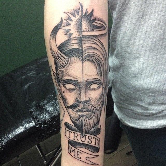 Художественная татуировка «Trust me». Мастер Павел Заволока.