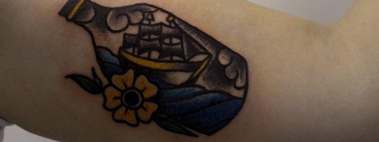 Художественная татуировка «Бутылочка» от начинающего мастера Евгения Константинова.