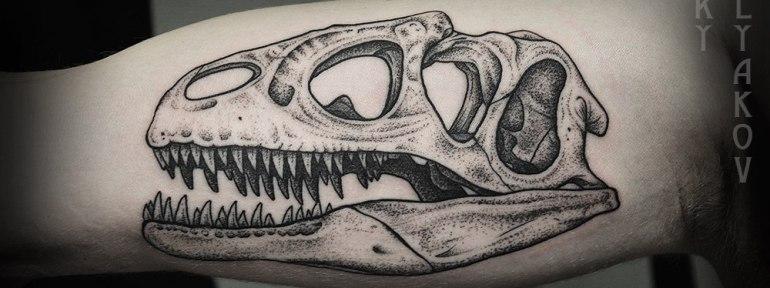 Художественная татуировка «Череп динозавра» от Юры Полякова