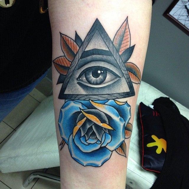 Художественная татуировка «Масонский глаз». Мастер Павел Заволока.