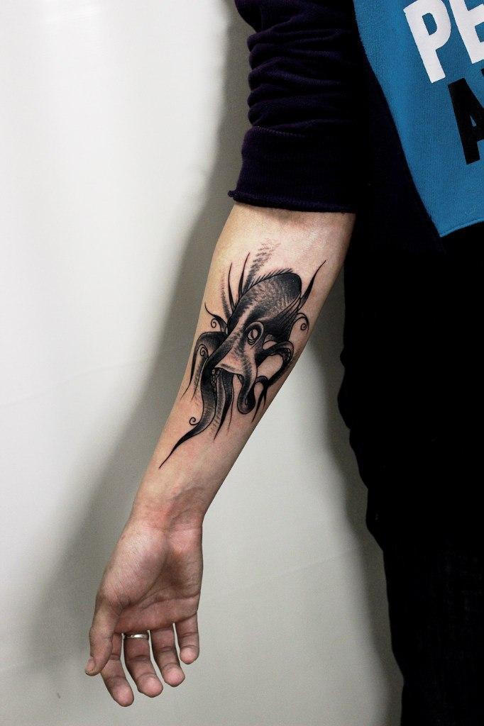 Художественная татуировка «Осьминог». Мастер Вова Snoop.