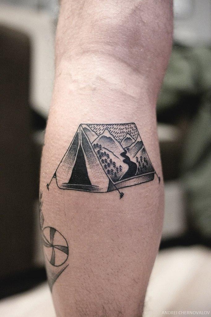 Художественная татуировка «Палатка» от Андрея Черновалова