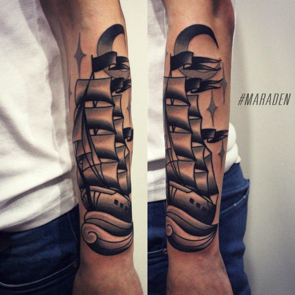 Художественная татуировка «Корабль». Мастер Денис Марахин. По собственному эскизу. Расположение: предплечье. Время работы: 4 часа.