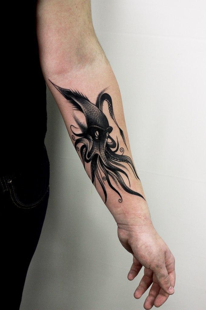 Художественная татуировка «Спрут». Мастер Вова Snoop.