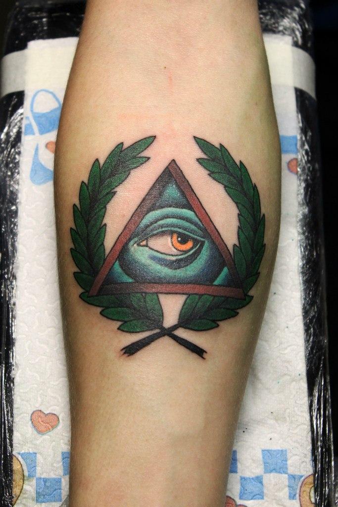 Художественная татуировка «Массонский глаз». Мастер Нияз Фахриев.