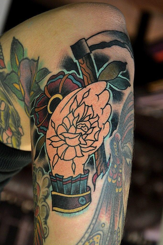 Художественная татуировка «Рука с косой» от Валеры Моргунова