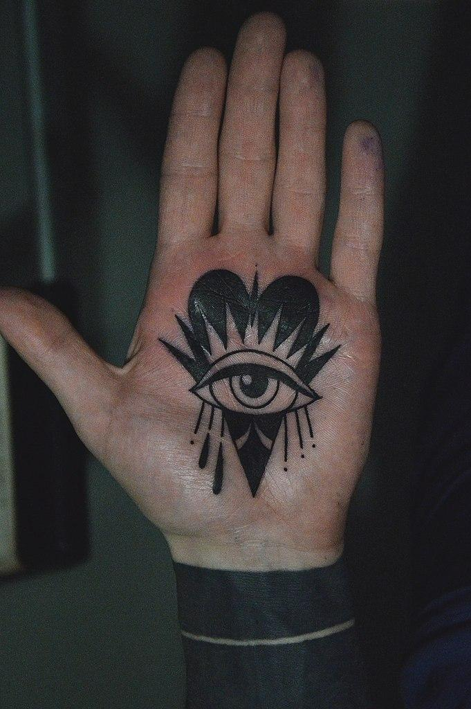 Художественная татуировка «Сердце» от Валеры Моргунова