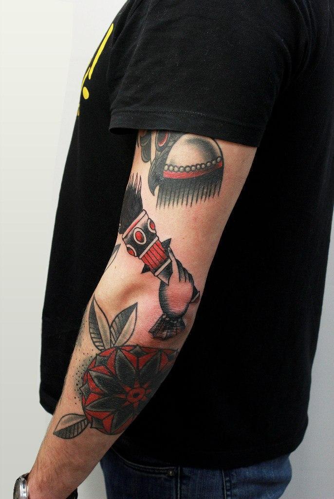 Художественная татуировка «Факел». Начинающий мастер Евгений Константинов.