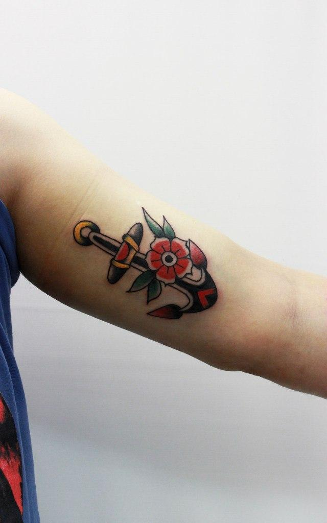 Художественная татуировка «Якорь». Мастер Евгений Константинов.