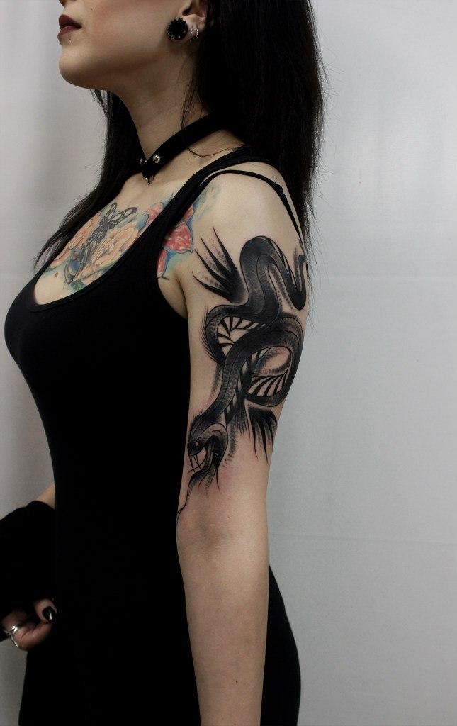 Художественная татуировка «Змея». Мастер Вова Snoop.