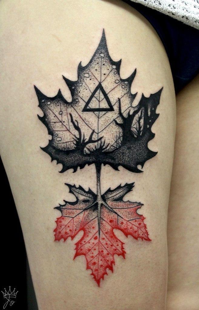 Художественная татуировка «Кленовые листья» от мастера Ксении Jokris Соколовой.