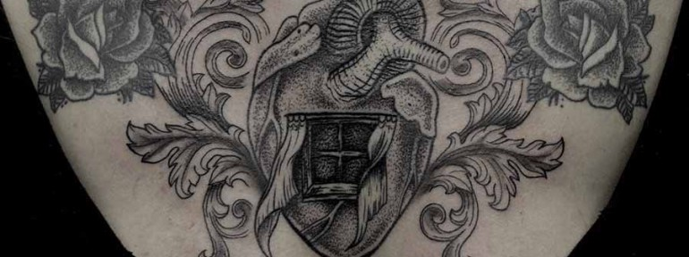 Художественная татуировка «Сердце с окном». Мастер Ксения Jokris Соколова.