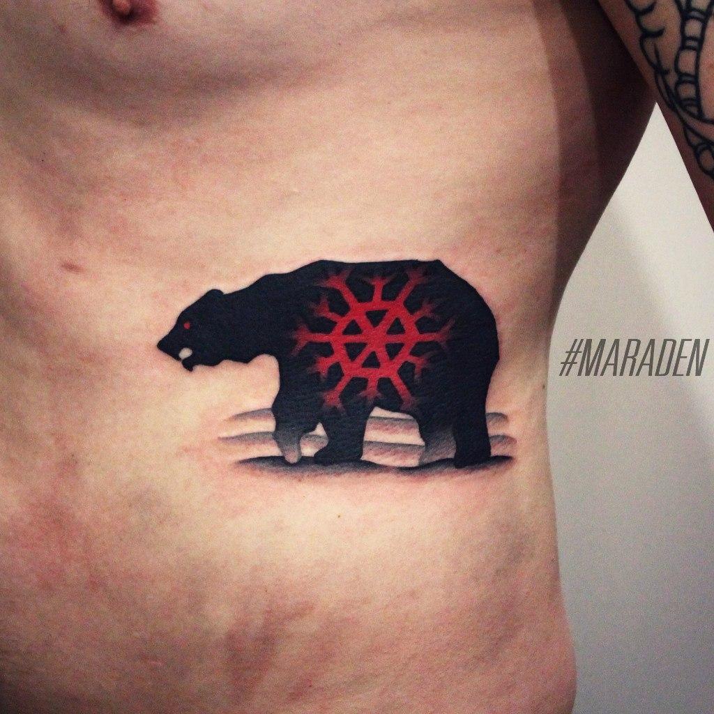 Художественная татуировка «Медведь». Мастер Денис Марахин. По собственному дизайну. Расположение: бок. Время работы 2,5 часа.