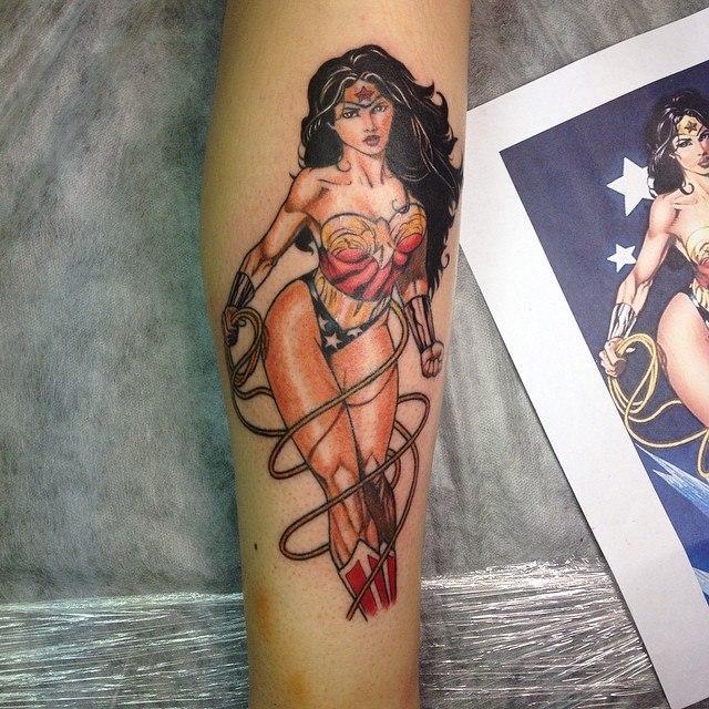 Художественная татуировка «Wonder Woman». Мастер Павел Заволока.
