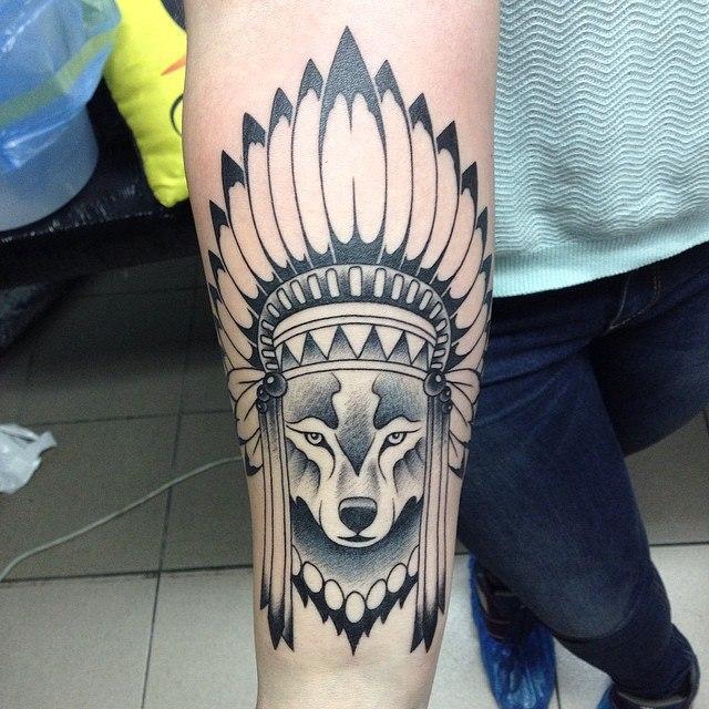 Художественная татуировка «Волк-индеец». Мастер Павел Заволока.